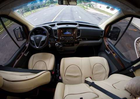Khoang lái Solati Limousine 12 chỗ SKYBUS XLL