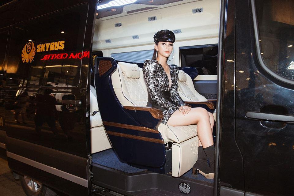 Solati Limousine 2019 chở Hoa Hậu Tiểu Vy dự sự kiện