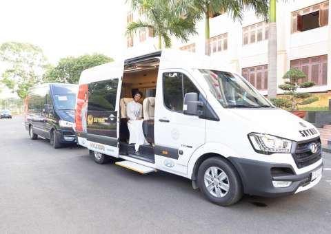 Skybus limousine đồng hành cùng H'Hen Niê về Đăk Lăk kỷ niệm 1 năm đăng quang HHHV