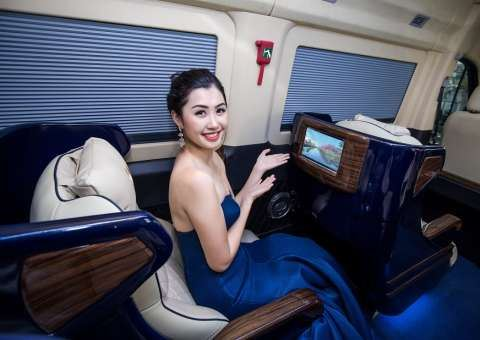 Skybus Solati Limited Limousine 23